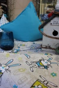Tischdecken und Kissen